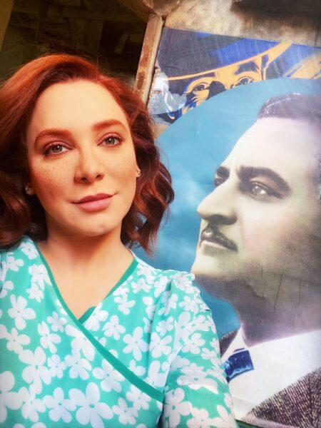 صورة نشرتها الفنانة السورية سلاف فواخرجي وتظهر بجوارها صورة الرئيس المصري الأسبق جمال عبد الناصر