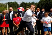 "Photo of ساحرة قلوب الرؤوساء.. الرئيس الفرنسي ""إيمانويل ماكرون"" يستعرض مهاراته في كرة القدم ""صور – فيديو"""