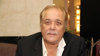 Photo of عاش في حي شعبي وتزوج مرتين، قصة الفنان المصري محمود عبد العزيز ساحر السينما المصرية (صور/ فيديو)