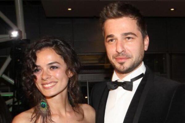 الممثل التركي إنجين ألتان رفقة خطيبته السابقة الفنانة التركية أوزغي