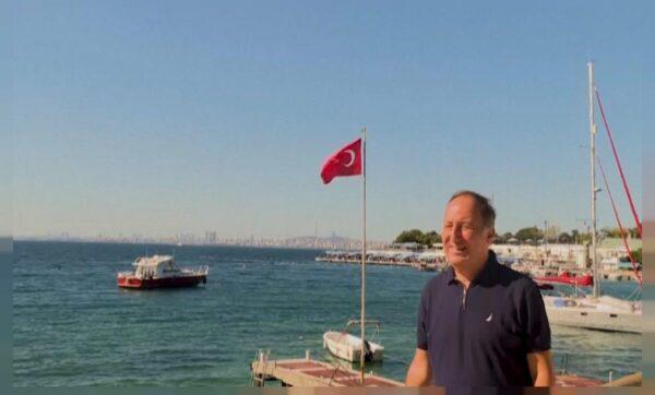 الأدميرال التركي جيم غوردنيز - وكالات