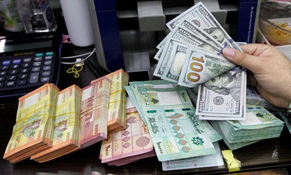 الدولار والعملات -تعبيرية