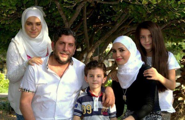 الفنان السوري محمد قنوع وعائلته