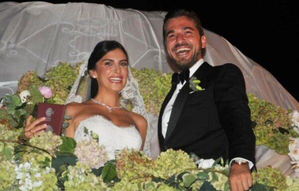 إنجين ألتان مع زوجته