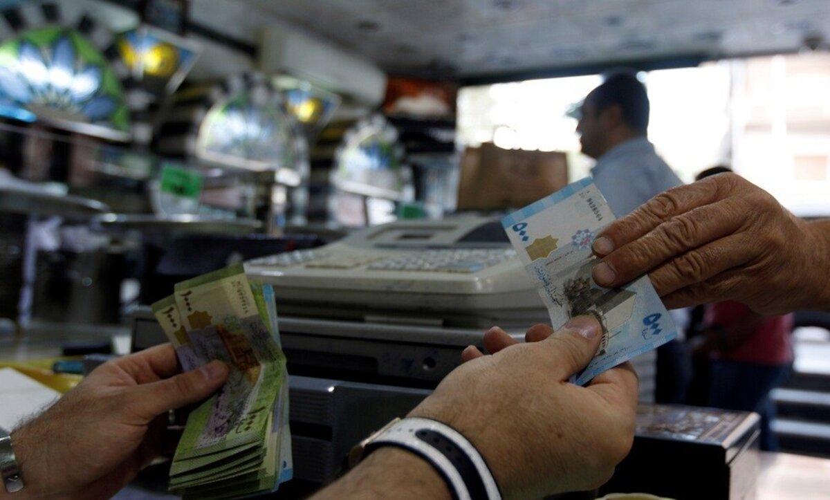 صرف الليرة السورية في مكاتب الصرافة - وكالات