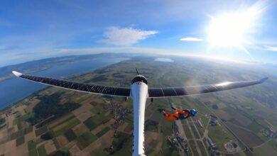 """Photo of سويسري يقفز مظلياً من أول طائرة تعمل كلياً بالطاقة الشمسية """"فيديو"""""""