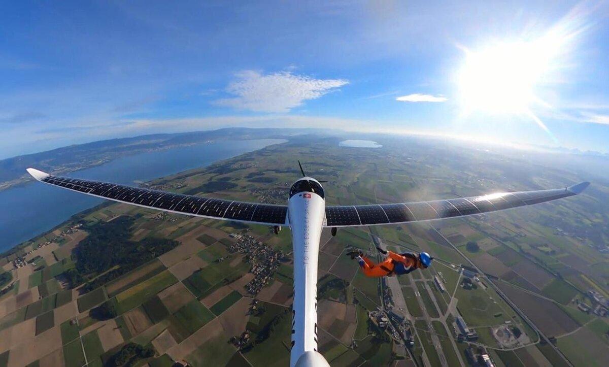 طائرة تعمل بالطاقة الشمسية - وكالات