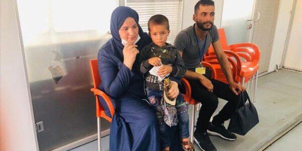 طفل سوري يلتقي والدته بمساعدة وزير الداخلية التركي - مواقع التواصل