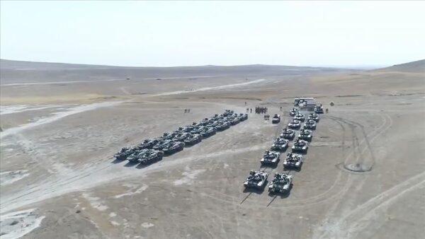 صورة نشرتها وكالة الأناضول التركية للأنباء لجانب من مناورات النسر الأذربيجاني التركية المشتركة والتي تجري في أذربيجان