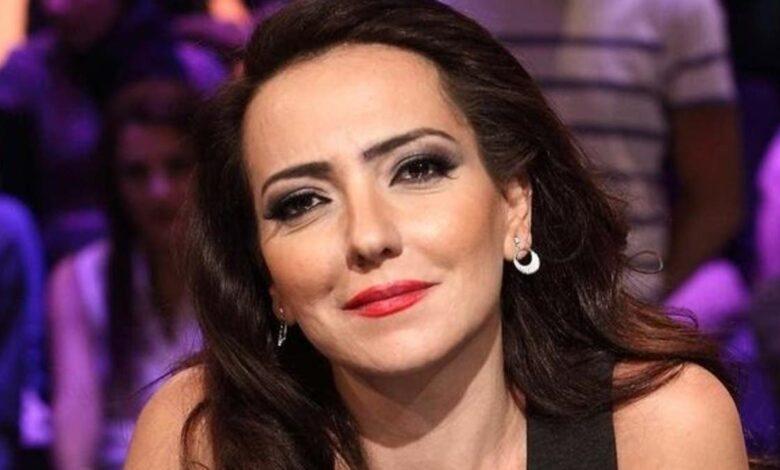 Photo of أمل عرفة بعد أن قدمت جورج وسوف في حفل تأييد الأسد في قلعة دمشق: شرف كبير لي! (صورة)