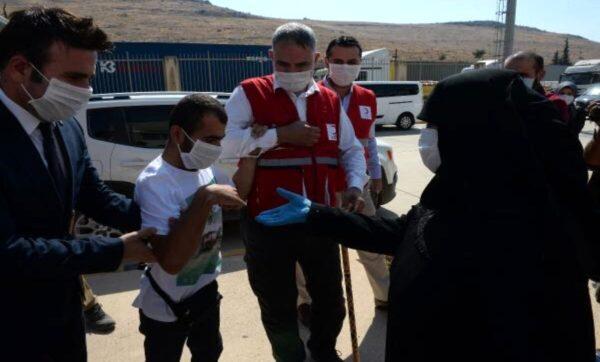أم سورية تلتقي ابنها - مواقع التواصل