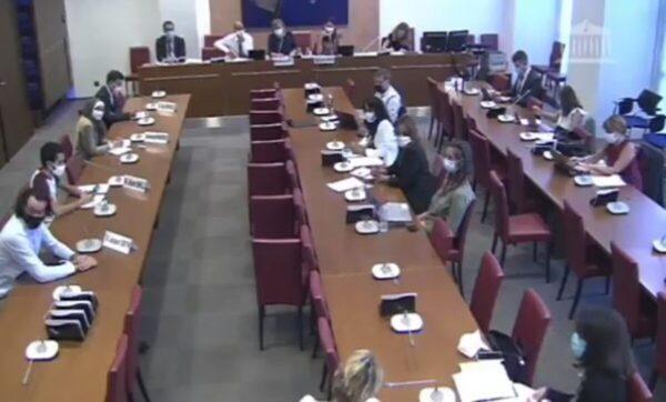 اجتماع برلماني في فرنسا- مواقع التواصل