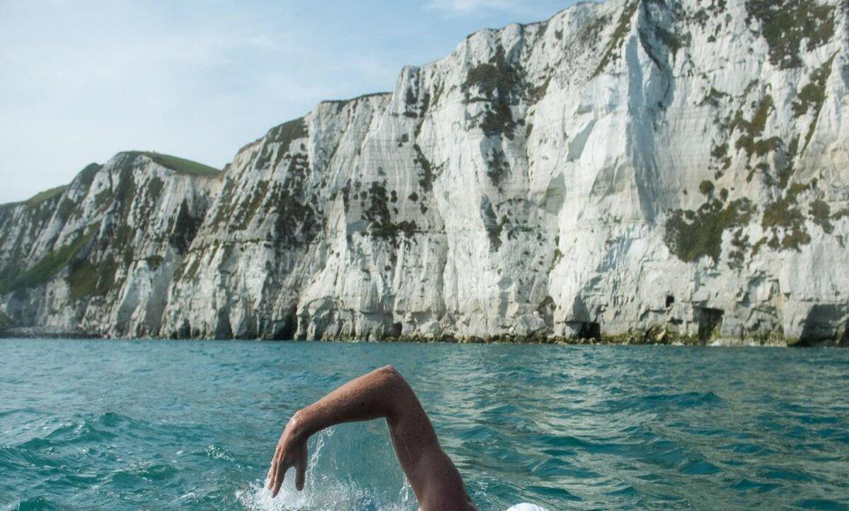 السباحة في البحار - تعبيرية