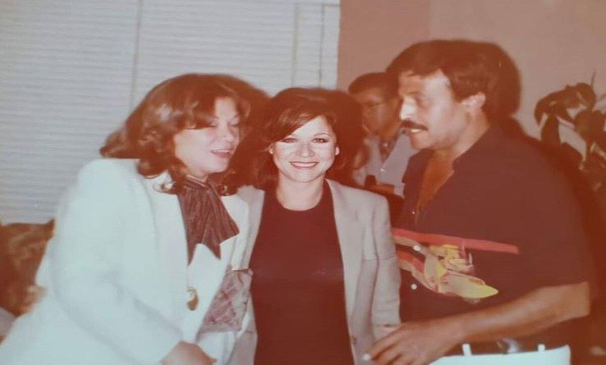 سامية الجزائري في صورة قديمة مع سمير غانم وملك سكر - انستغرام