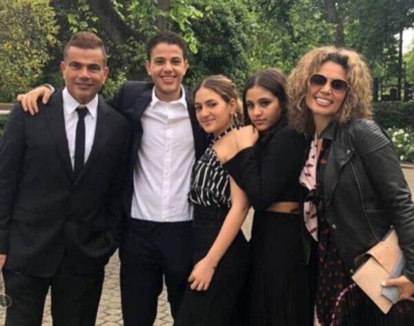 عمرو دياب مع عائلته