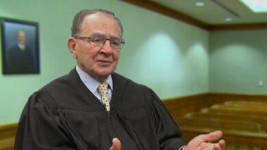 """Photo of القاضي الأشهر في أمريكا يتعاطف مع لاجئ سوري """"فيديو"""""""