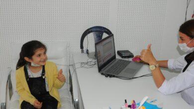 Photo of شاهد.. فرحة عارمة لطفلة سورية إثر سماعها لأول مرة بعد مساعدة تركية