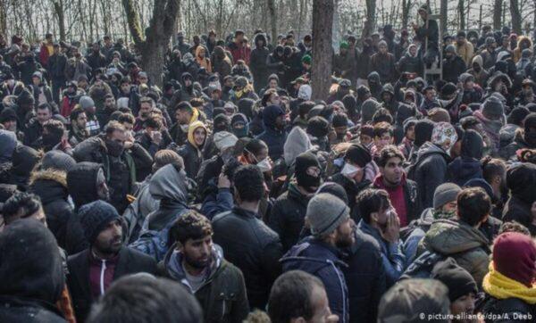 لاجؤون حول العالم - مواقع التواصل الاجتماعي