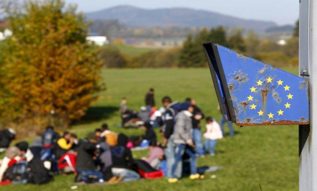لاجؤون في طريقهم إلى أوروبا
