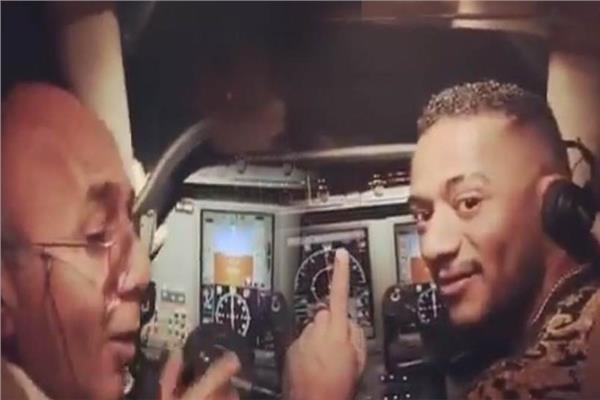 محمد رمضان مع الطيار