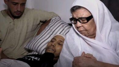 Photo of جزائري مهاجر يحقق أمنيته الأخيرة في حياته بين يدي والدته (فيديو)