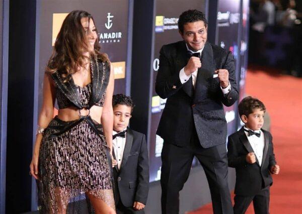 آسر ياسين مع عائلته