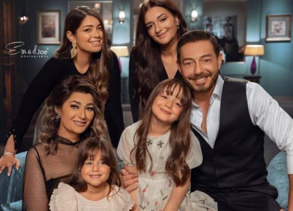 أحمد زاهر مع عائلته