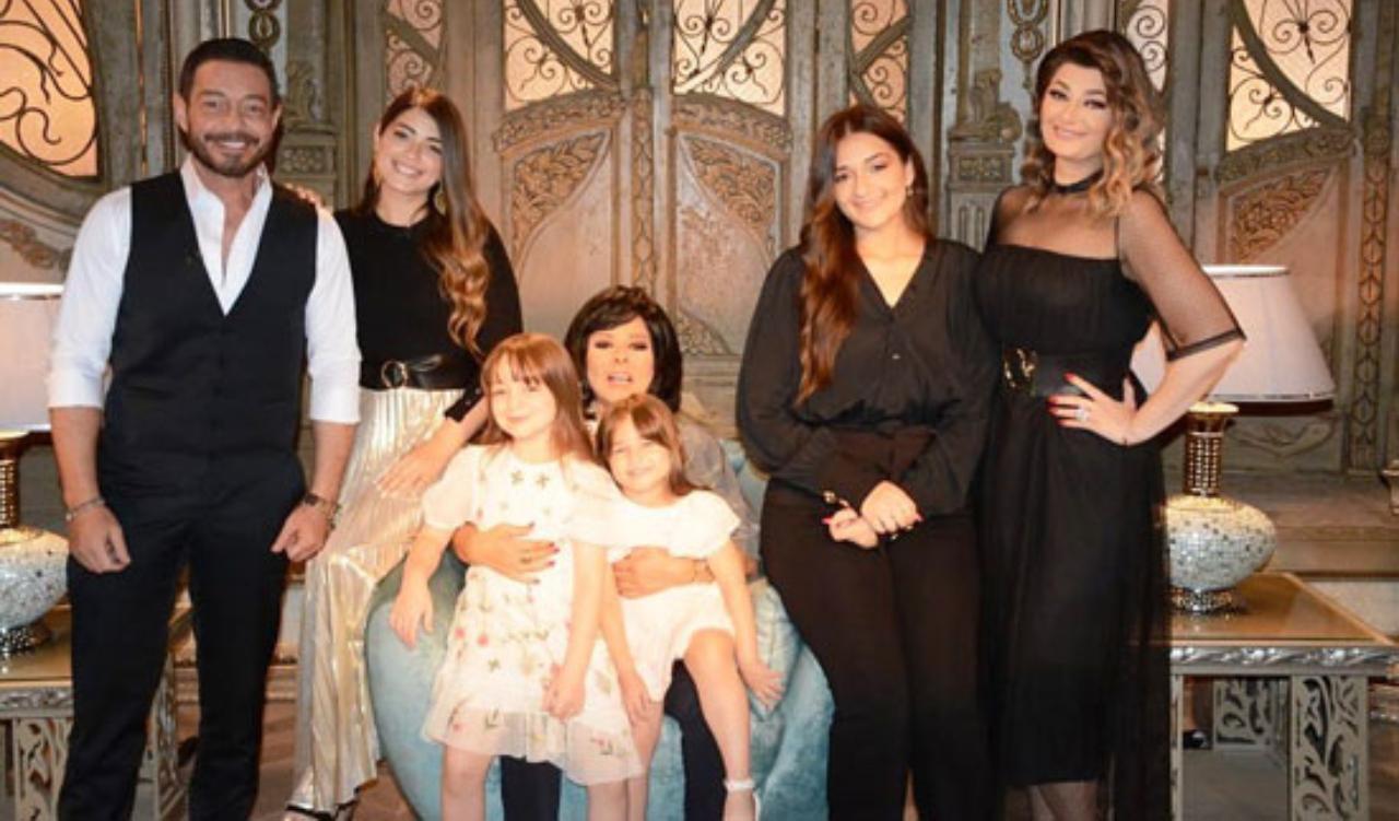 أحمد زهر مع عائلته