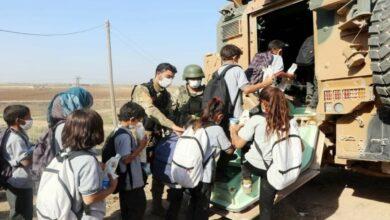 Photo of مُدرعات تركية تنقل طلاباً سوريين إلى مدارسهم ومنازلهم في الحسكة (فيديو)