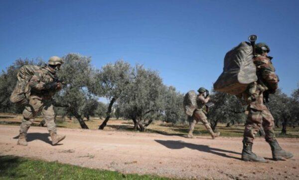الحدود السورية التركية - وكالات - تركيا تزيد من وتيرة ردها على نظام الأسد في إدلب