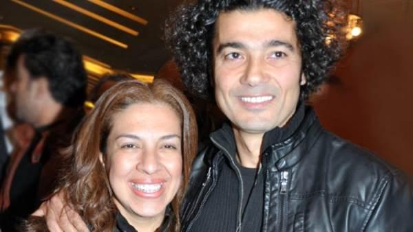 خالد النبوي مع زوجته