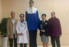 Photo of أطول تلميذ مدرسة في العالم يدخل غينيس جنوب الصين (صور)