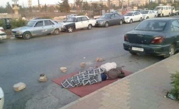 سوريا في مناطق سيطرة نظام الأسد - متداول - صورة متداولة لسوريين ينامون في الطرقات انتظاراً للوقود
