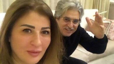 Photo of عباس النوري يطبع قبلة على خد زوجته، وعنها يقول: كل حبي وأعز ما أملك (صور)