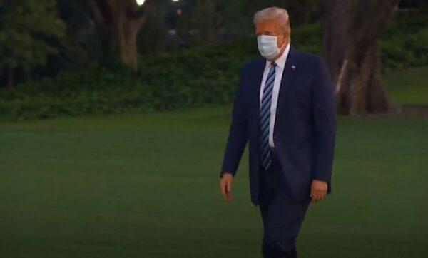 لحظة وصول ترامب إلى البيت الأبيض - وكالات
