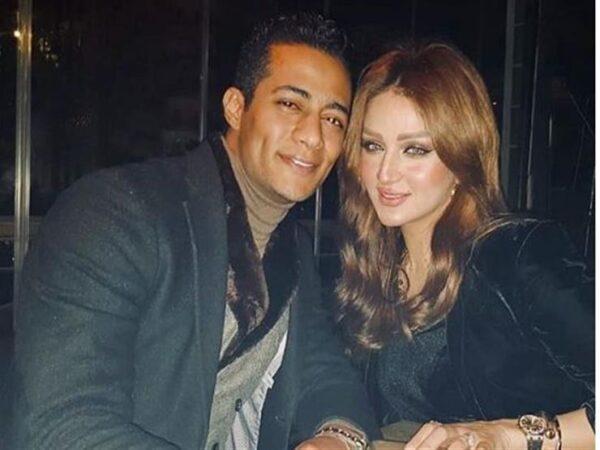 محمد رمضان مع زوجته