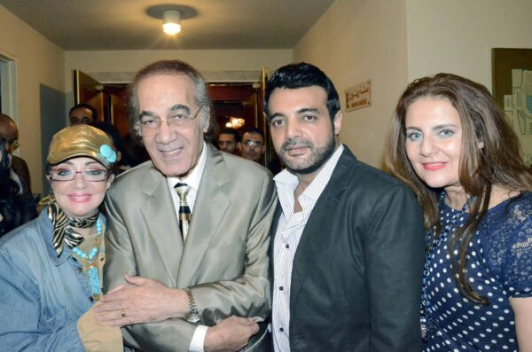 محمود ياسين مع عائلته