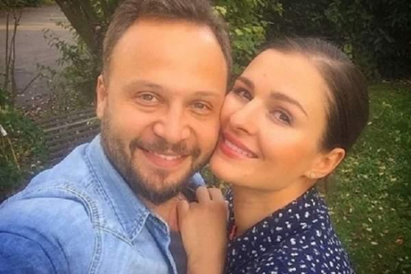 مكسيم خليل مع زوجته