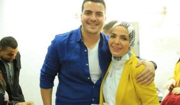 منى عبد الغني مع نجلها