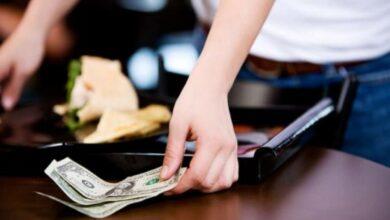 Photo of قصة زبون تناول طعاماً بقيمة 7 دولارات ودفع 3 آلاف دولار كبقشيش