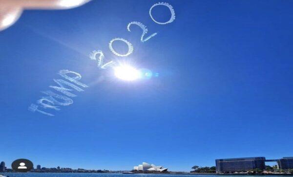 اسم ترامب يظهر كالغيوم في سماء سيدني الأسترالية (صور)