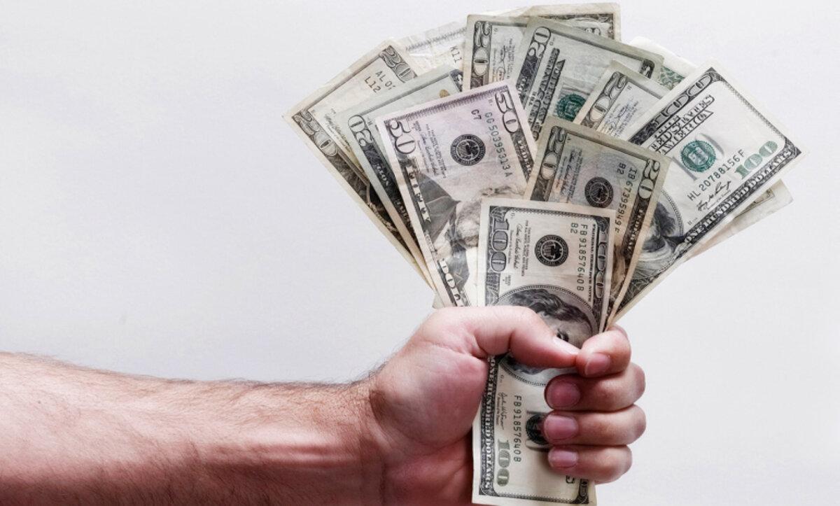 الدولار الأمريكي - مواقع التواصل