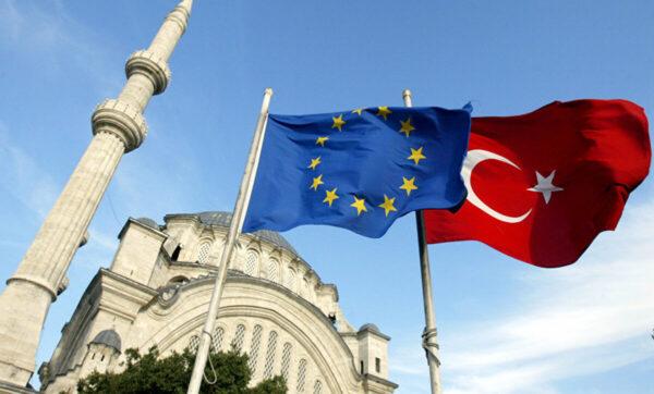 تركيا والاتحاد الأوروبي  ميركل: سنناقش مسألة العلاقات مع تركيا في القمة الأوروبية المقبلة
