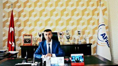 Photo of مسؤول تركي لسيدة سورية تجمع البلاستيك لتأمين عيشها: نعتذر منك نيابة عن كل إنسان شريف