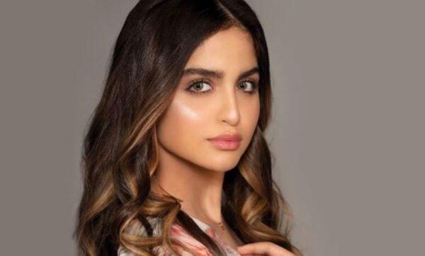 حلا الترك تفاجئ جمهورها بإطلالة أظهرتها إنسانة أخرى (فيديو)