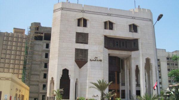 دار الإفتاء المصرية - مواقع التواصل  الإفتاء المصرية تعلن حرمة تجسس الزوجة والزوج على هواتف بعضهما البعض