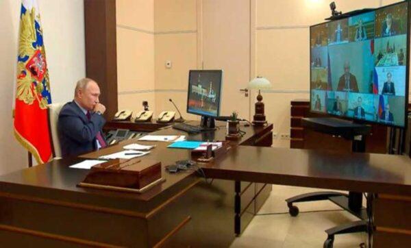 بعد الكشف عن موعد تركه للرئاسة.. لحظات صحية حرجة لـ بوتين والكرملين يعلق (فيديو)