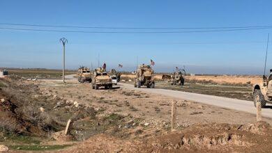 "Photo of على أنغام ""الراب"" .. وصلة رقص بالقرب من إحدى النقاط الأمريكية شمال سوريا (فيديو)"