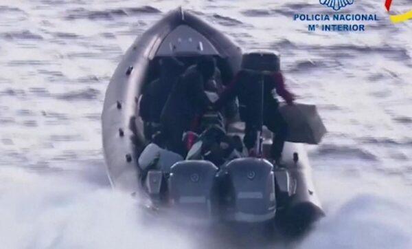 ملاحقة هوليودية بين الشرطة الإسبانية ومجموعة مطلوبين كانوا متوجهين من المغرب إلى إسبانيا عبر البحر (فيديو)