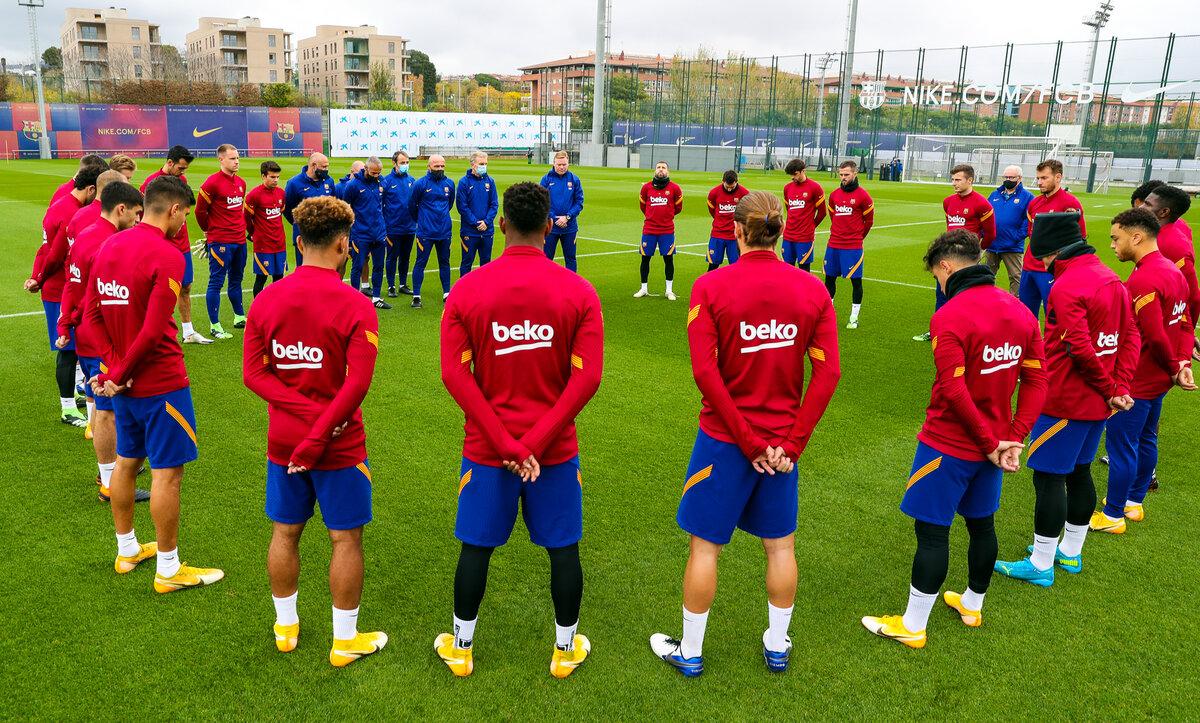 نادي برشلونة حزين على مارادونا